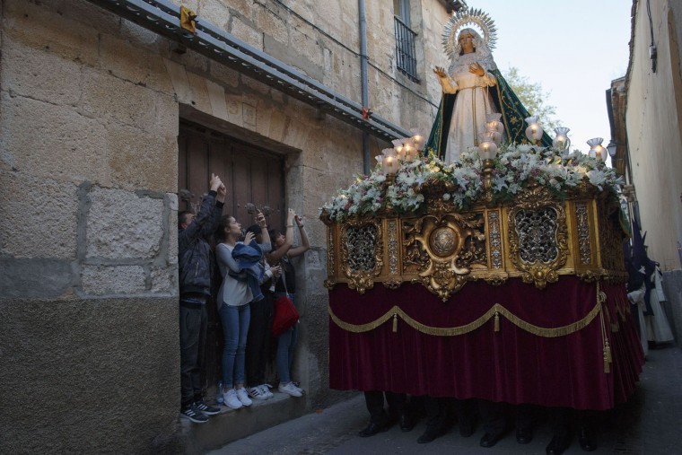 Girls take pictures of the image of Our Lady of Hope during a procession of the Jesus del Via Crucis (Jesus of the Way of the Cross) brotherhood on April 11, 2017 in Zamora, Spain. Spain celebrates holy week before Easter with processions in most Spanish towns and villages. (Photo by Pablo Blazquez Dominguez/Getty Images)