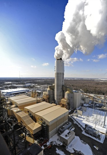 "BRANDON SHORES, MD -- 2/18/10 -- MD GR SCRUBBER LAM -- In compliance with Maryland's 2006 Healthy Air Act, Constellation Energy's Brandon Shores Power Plant began to dramatically reduce its toxic emissions by bringing online its AQCS scrubber, pictured. The $800 million worth of pollution controls ""scrub"" the toxic emissions from the coal-burning plant before they are released through the smokestacks into the air. (Kenneth K. Lam/Baltimore Sun)"