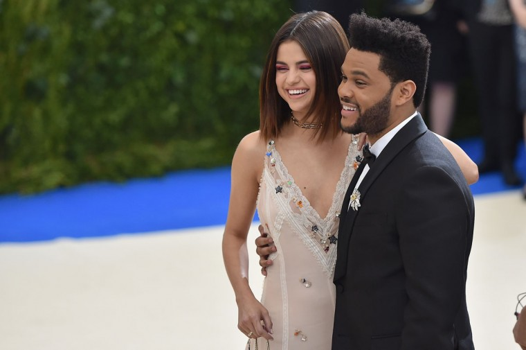 """NEW YORK, NY - MAY 01: Selena Gomez (L) and The Weeknd attend the """"Rei Kawakubo/Comme des Garcons: Art Of The In-Between"""" Costume Institute Gala at Metropolitan Museum of Art on May 1, 2017 in New York City. (Photo by Theo Wargo/Getty Images For US Weekly)"""