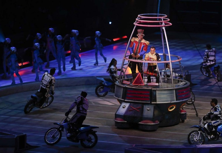 """Ringmaster Johnathan Lee Iverson opens the final show of the Ringling Bros. and Barnum & Bailey Circus, Sunday, May 21, 2017, in Uniondale, N.Y. Ringling's circus began its final show Sunday evening after 146 years of wowing audiences with its """"Greatest Show on Earth."""" (AP Photo/Julie Jacobson)"""