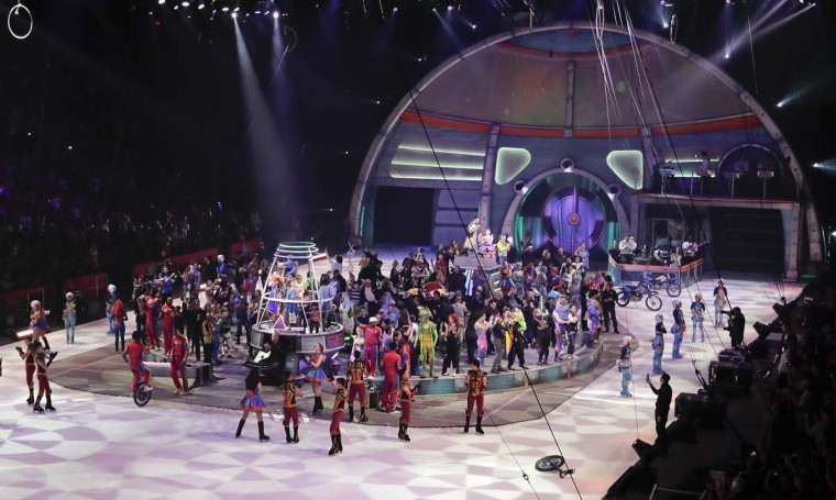 The Ringling Bros. Out of This World performers, crew and their families gather in the ring after the final show of the Ringling Bros. and Barnum & Bailey Circus, Sunday, May 21, 2017, in Uniondale, N.Y. (AP Photo/Julie Jacobson)