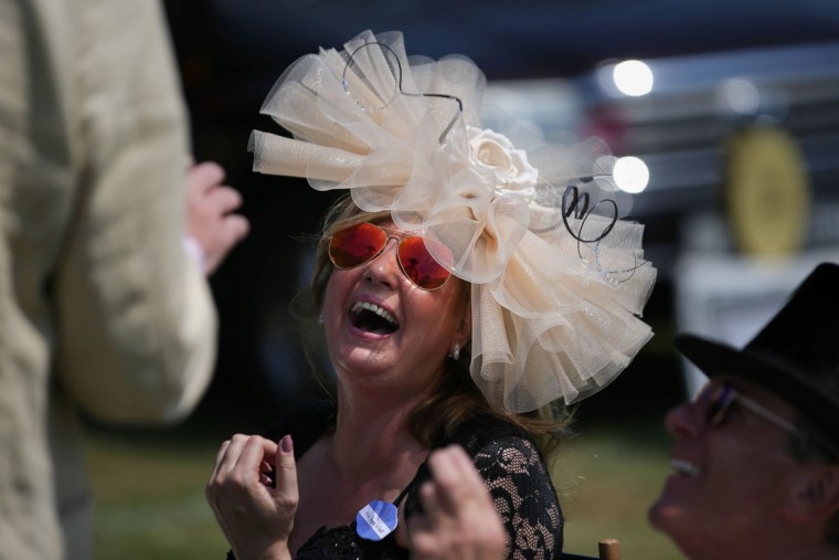 Racegoers enjoy lunch in the car park ahead of the horse racing on day one of the Royal Ascot horse racing meet, in Ascot, west of London, on June 20, 2017.The five-day meeting is one of the highlights of the horse racing calendar. Horse racing has been held at the famous Berkshire course since 1711 and tradition is a hallmark of the meeting. Top hats and tails remain compulsory in parts of the course while a daily procession of horse-drawn carriages brings the Queen to the course. / (AFP Photo/Daniel Leal-olivas)
