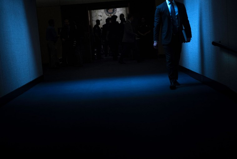 People arrive for a hearing with ousted FBI director James Comey before the Senate Select Committee on Intelligence on Capitol Hill June 8, 2017 in Washington, DC. / (AFP Photo/Brendan Smialowski)