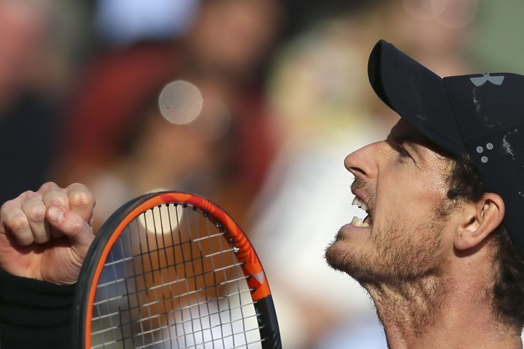 Britain's Andy Murray celebrates winning his quarterfinal match of the French Open tennis tournament against Japan's Kei Nishikori in four sets 2-6, 6-1, 7-6 (7-0), 6-1, at the Roland Garros stadium, in Paris, France. Wednesday, June 7, 2017. (AP Photo/David Vincent)