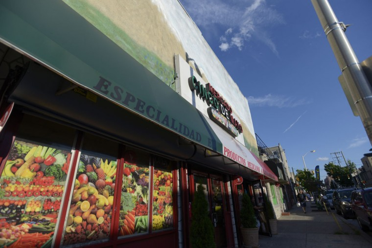 The exterior of Mercado Cinco de Mayo, one of several Latin groceries in Highlandtown. (Christina Tkacik/Baltimore Sun)
