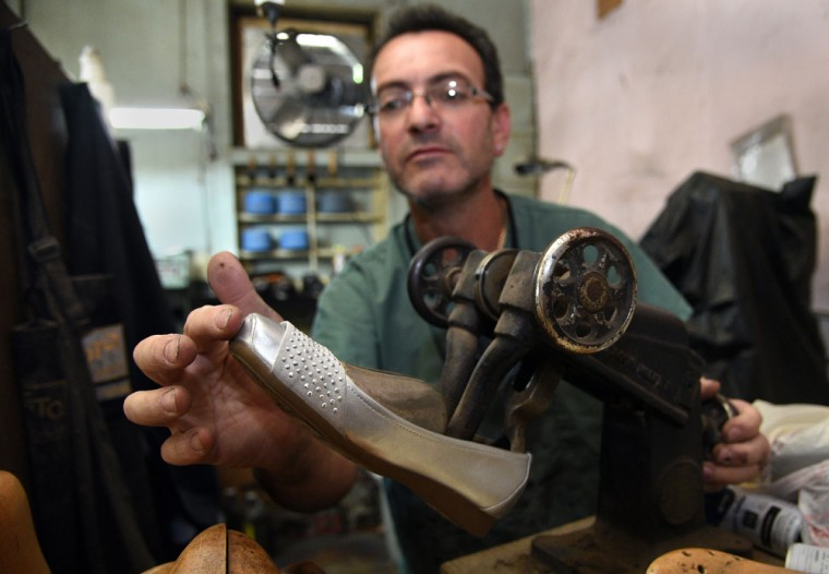 Eugene Gomberg stretches a shoe in his shop. (Barbara Haddock Taylor/ Baltimore Sun)