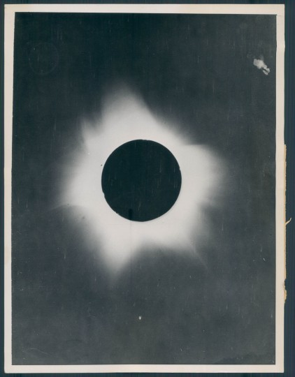 Solar eclipse in photo dated 1936. (Baltimore Sun archives)