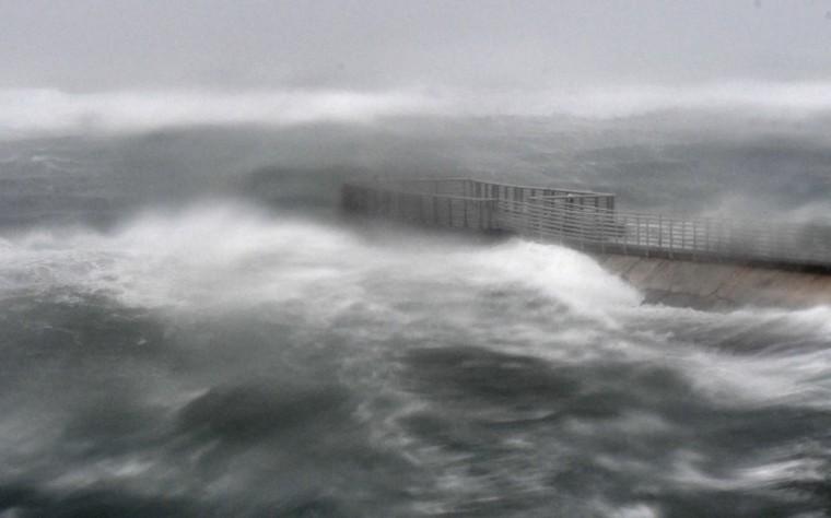 A rough surf surrounds Boynton Beach inlet as Hurricane Irma hits in Boynton Beach, Fla. (Jim Rassol/South Florida Sun-Sentinel via AP)