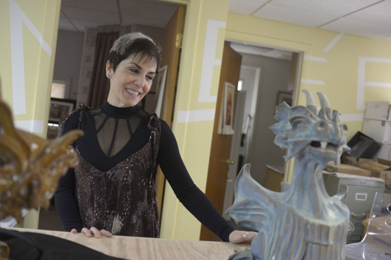 Sculptor Renee Arambiges is used to working in unusual locations. Her first sculptures – two giraffes – she created from clay in the a Marriott Residences of Pennsylvania. She was living after her house burned down in a fire. (Christina Tkacik/Baltimore Sun)