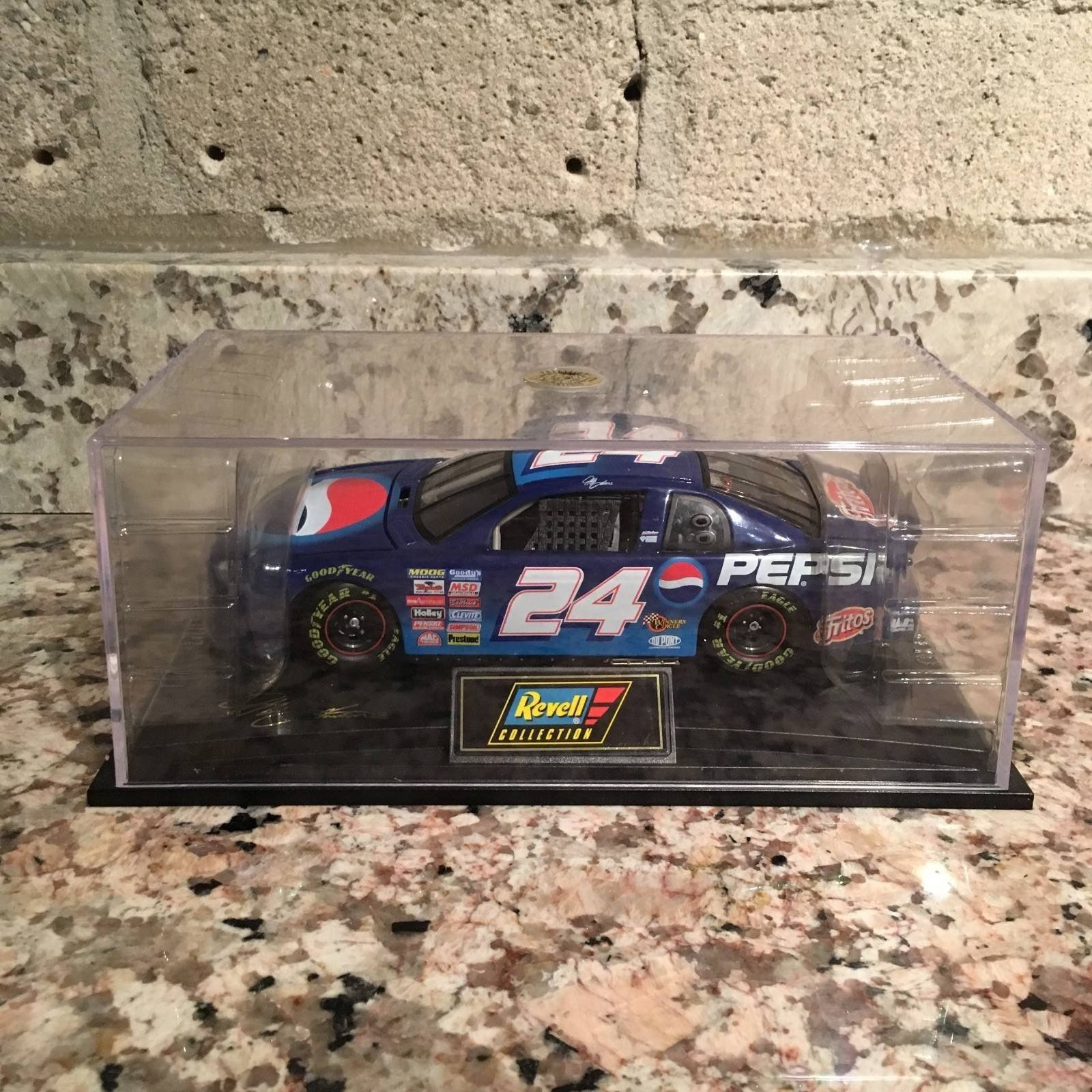 Jeff Gordon No. 24 1999 Pepsi Chevy Monte Carlo 1:24 Die Cast Car by Revell