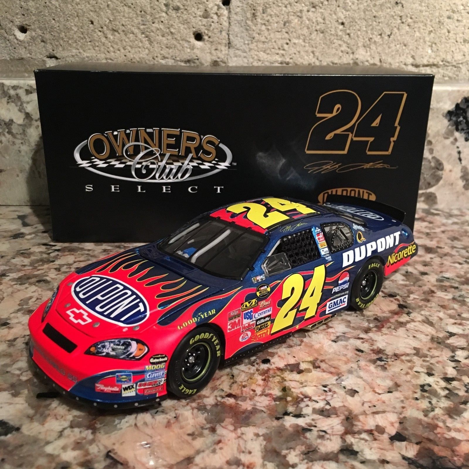 Jeff Gordon No. 24 DuPont 2007 Monte Carlo SS Owners Club Select 1:24 Die Cast