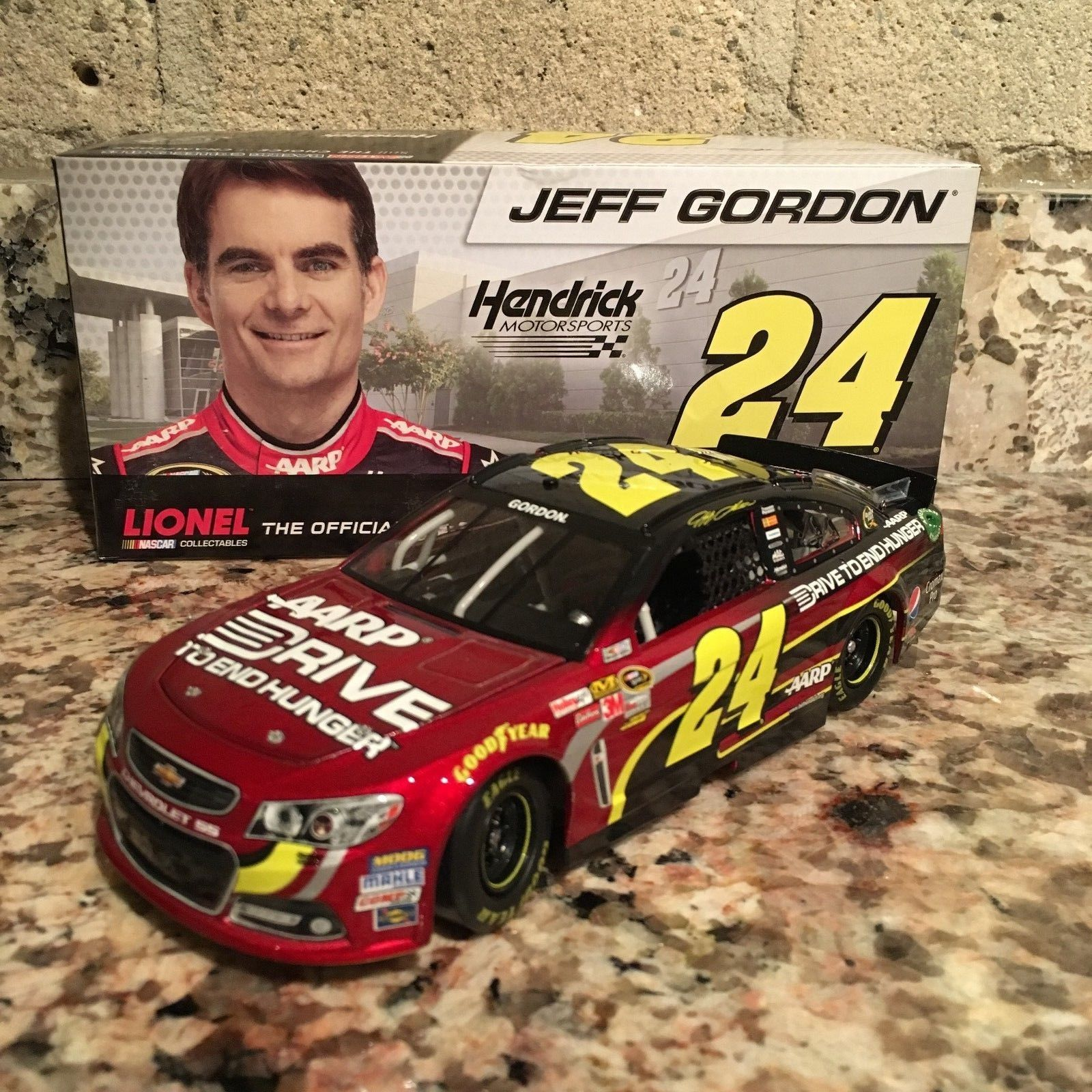 Jeff Gordon No. 24 AARP/Drive to End Hunger 2013 Chevy SS 1:24 Die Cast Car