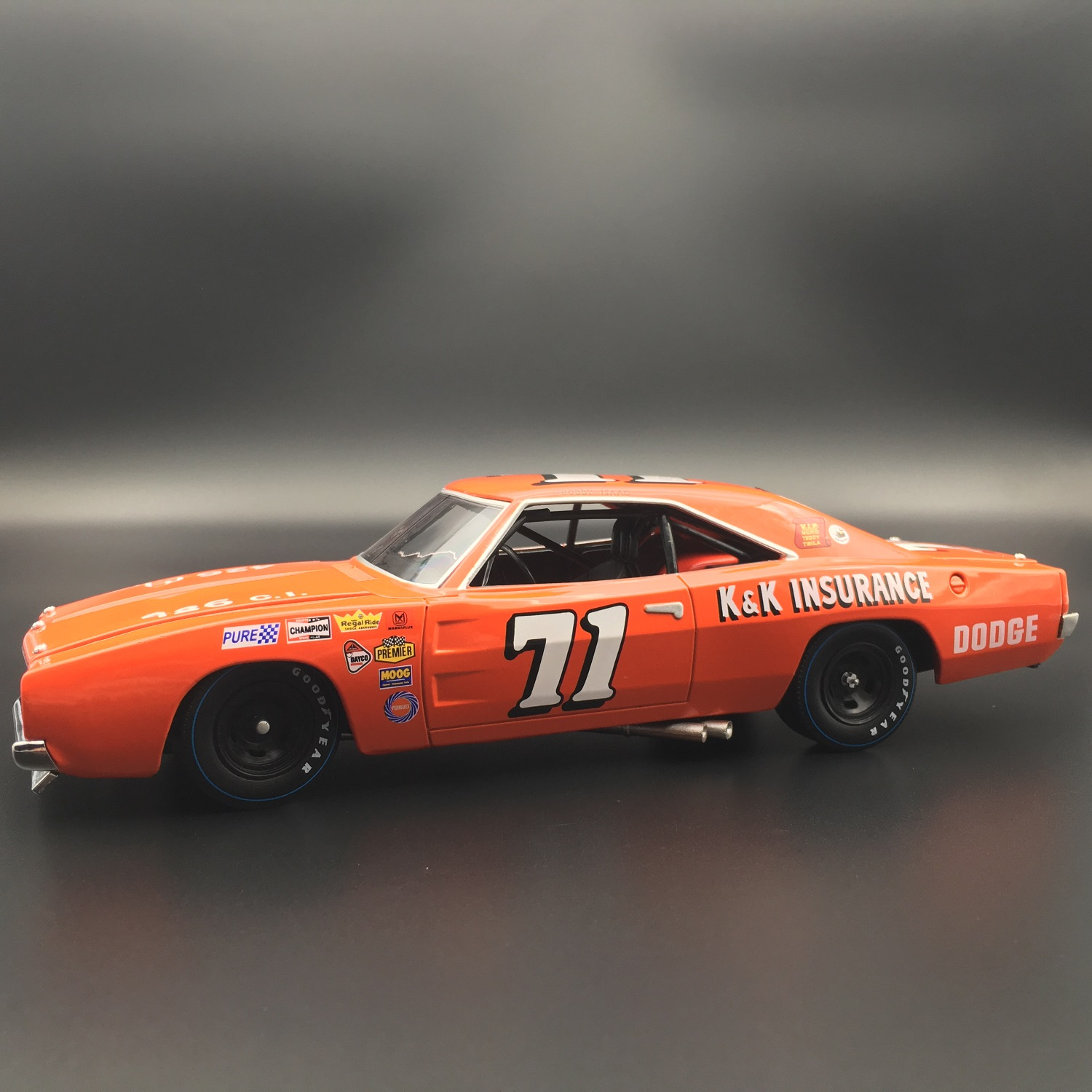 Bobby Isaac 1969 Dodge Charger 500 1:24 University Of Racing Diecast