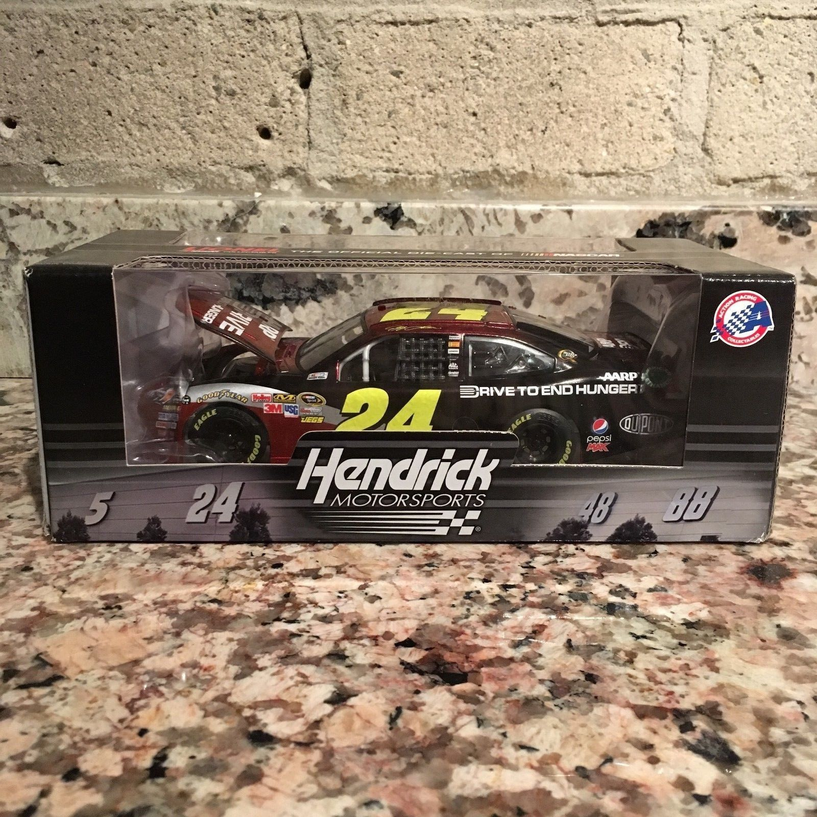 Jeff Gordon No. 24 AARP/Drive to End Hunger 2012 Chevy Impala 1:24 Die Cast Car  Lionel