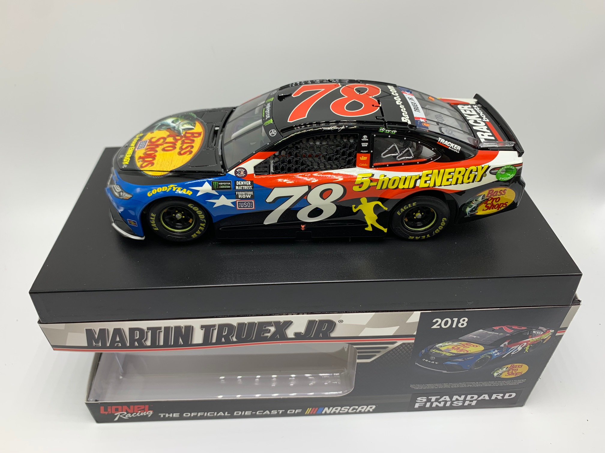 MARTIN TRUEX JR 2018 BASS PRO/5-HOUR ENERGY PATRIOTIC 1:24 ELITE DIN # 1