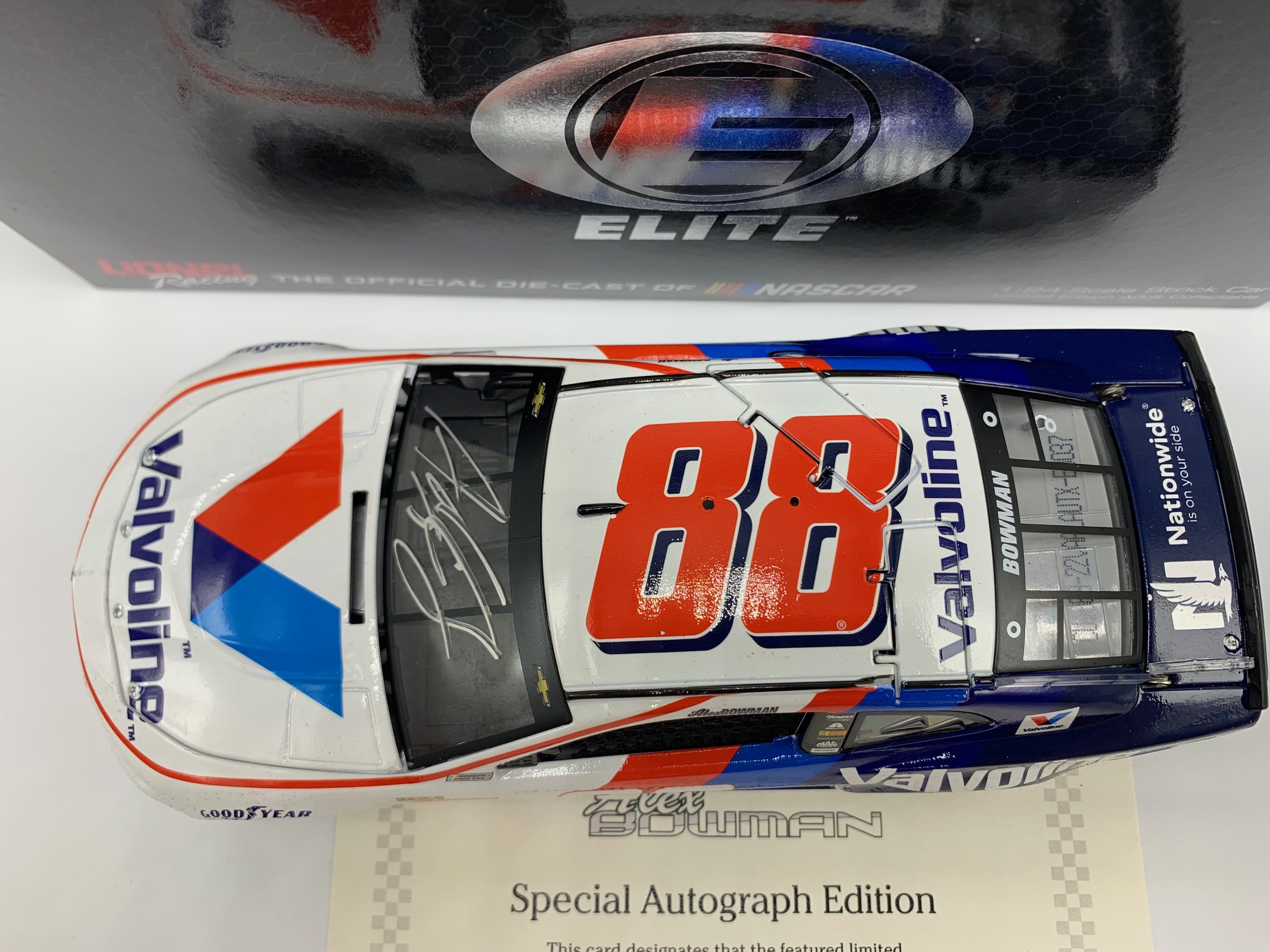 ALEX BOWMAN 2018 VALVOLINE AUTOGRAPHED 1:24 ELITE DIN #37 - DAMAGED RETURN VIEW PHOTOS AND READ DESC