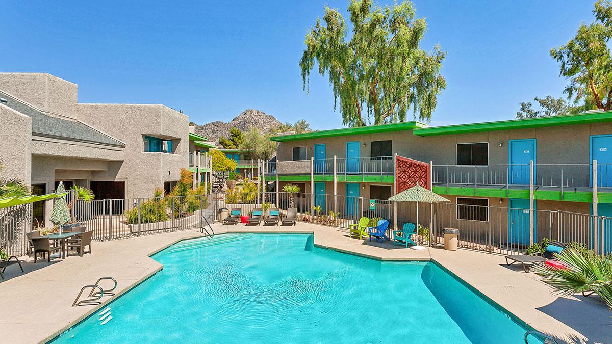Cabana at the Pointe Apartments | 1829 East Morten Avenue, Phoenix, AZ 85020 | 180 Units | $22,200,000 | $123,333 Per Unit | $194.81 Per SF