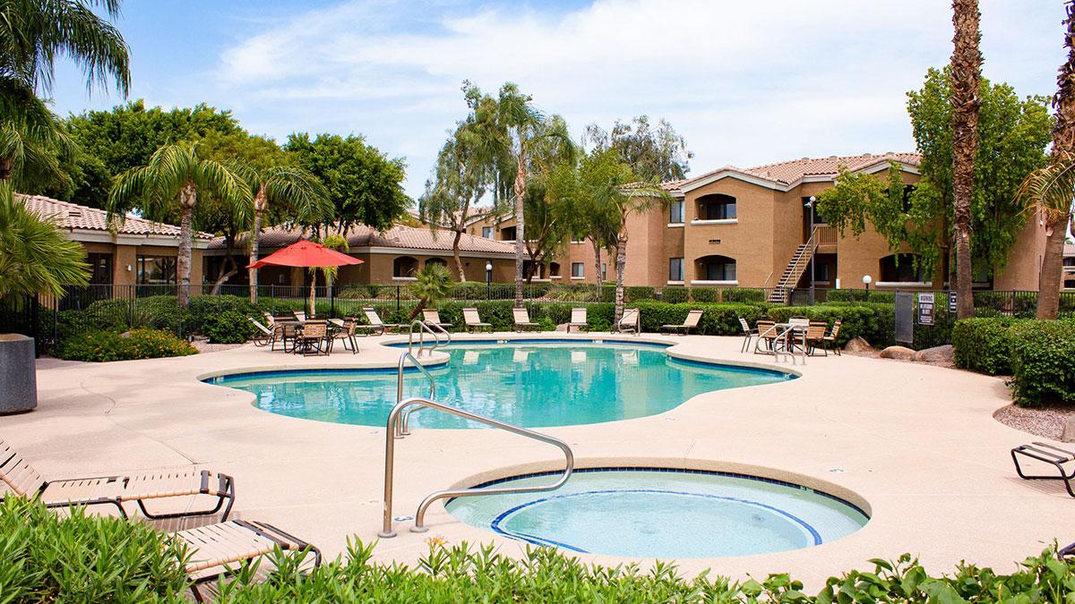 Avante Apartment Homes | 6161 West McDowell Road, Phoenix, AZ 85035 | 428 Units | Built in 1999 | $51,500,000 | $120,327 Per Unit | $130.29 Per SF