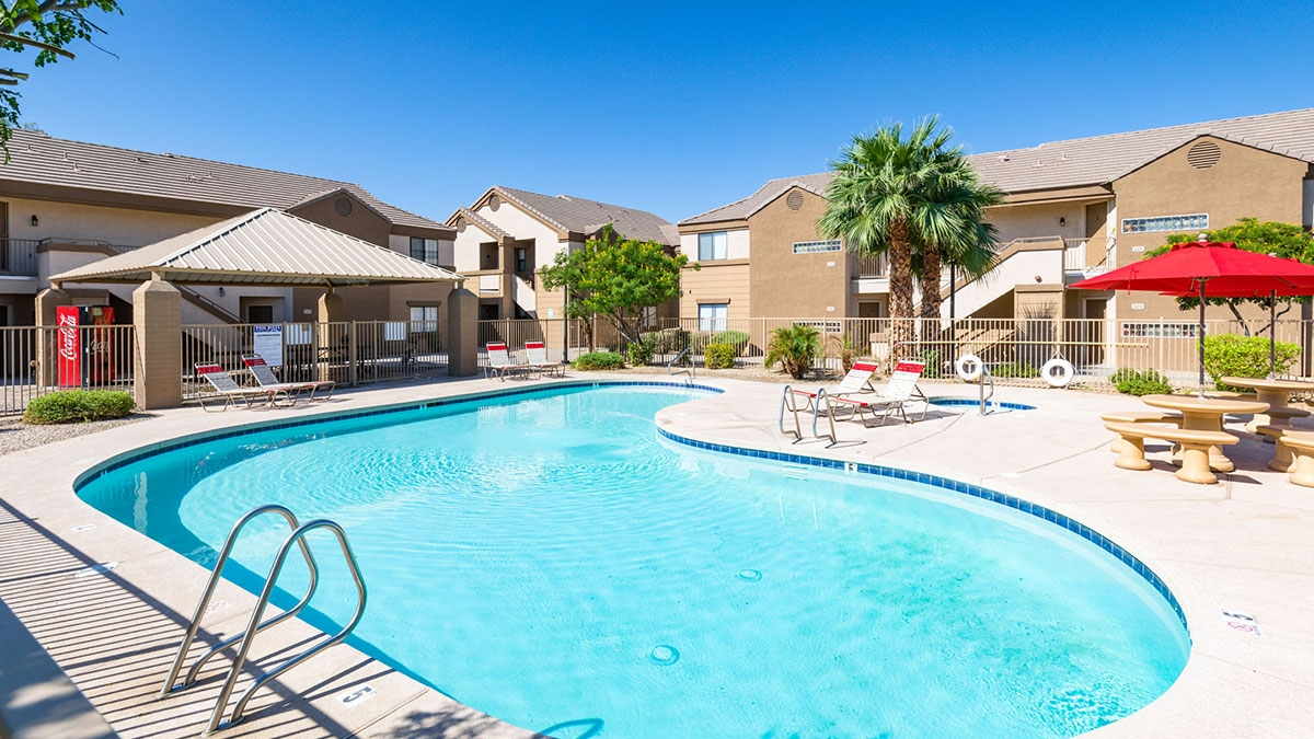 La Estrella Vista | 3065 North 67th Avenue, Phoenix, AZ 85033 | 96 Units | $13,375,000 | $139,323 Per Unit | $124.19 Per SF