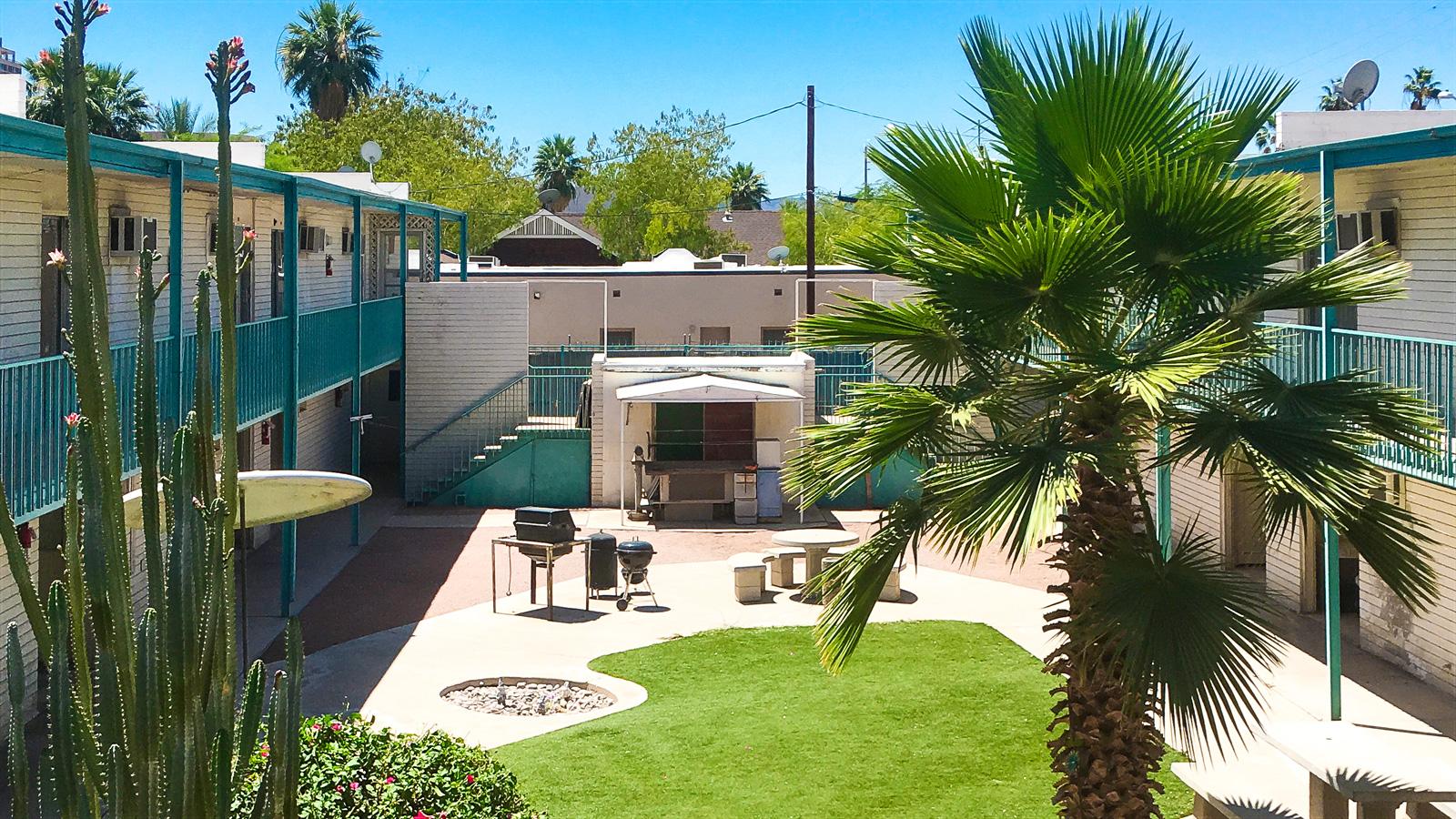 Marshall Manor Apartments | 626 North 5th Avenue, Phoenix, AZ 85003 | 40 Units | Built in 1961 | $2,700,000 | $67,500 Per Unit | $145.30 Per SF