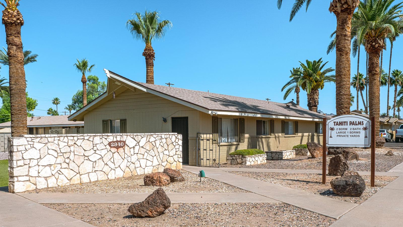 Tahiti Palms | 2940 North 40th Street, Phoenix, AZ 85018 | 27 Units | Completed in 1963 | Renovated in 2012 | $2,815,000 | $104,259 Per Unit | $123.74 Per SF