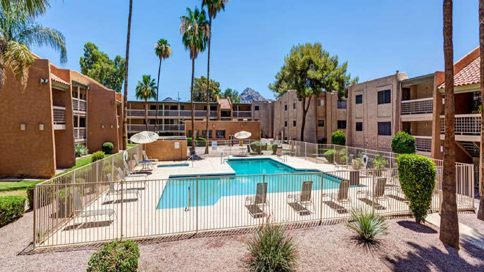 La Mirada Condominiums | 1350 East Northern Avenue, Phoenix, AZ 85020 | 300 Units | Built: 1973 | $15,000,000 | $50,000/Unit | $63.94/SF