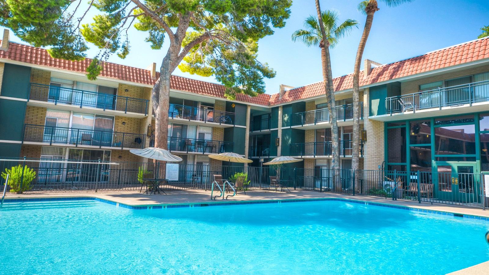 Brookfield Terrace Apartments | 6545 North 19th Avenue, Phoenix, AZ 85015 | 135 Units | Built in 1970 | $7,925,000 | $58,704 Per Unit | $97.51 Per SF