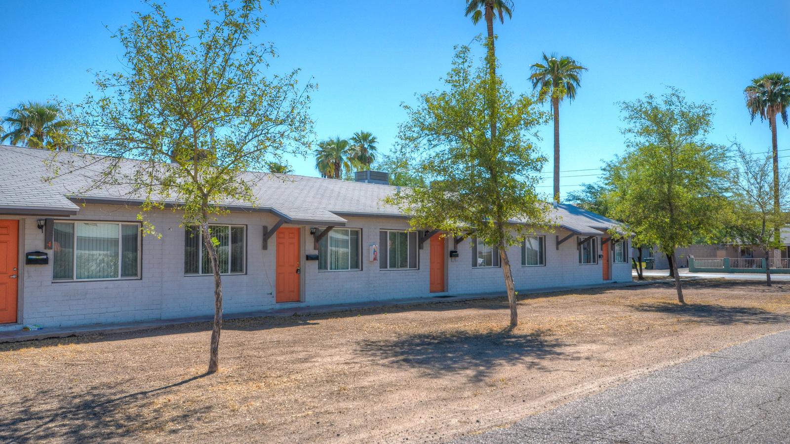 Encanto Park Apartments | 730-820 East Turney Avenue, Phoenix, AZ 85014 | 29 Units | Built in 1944 / 1946 / 1948 | $2,200,000 | $75,862 Per Unit | $121.59 Per SF