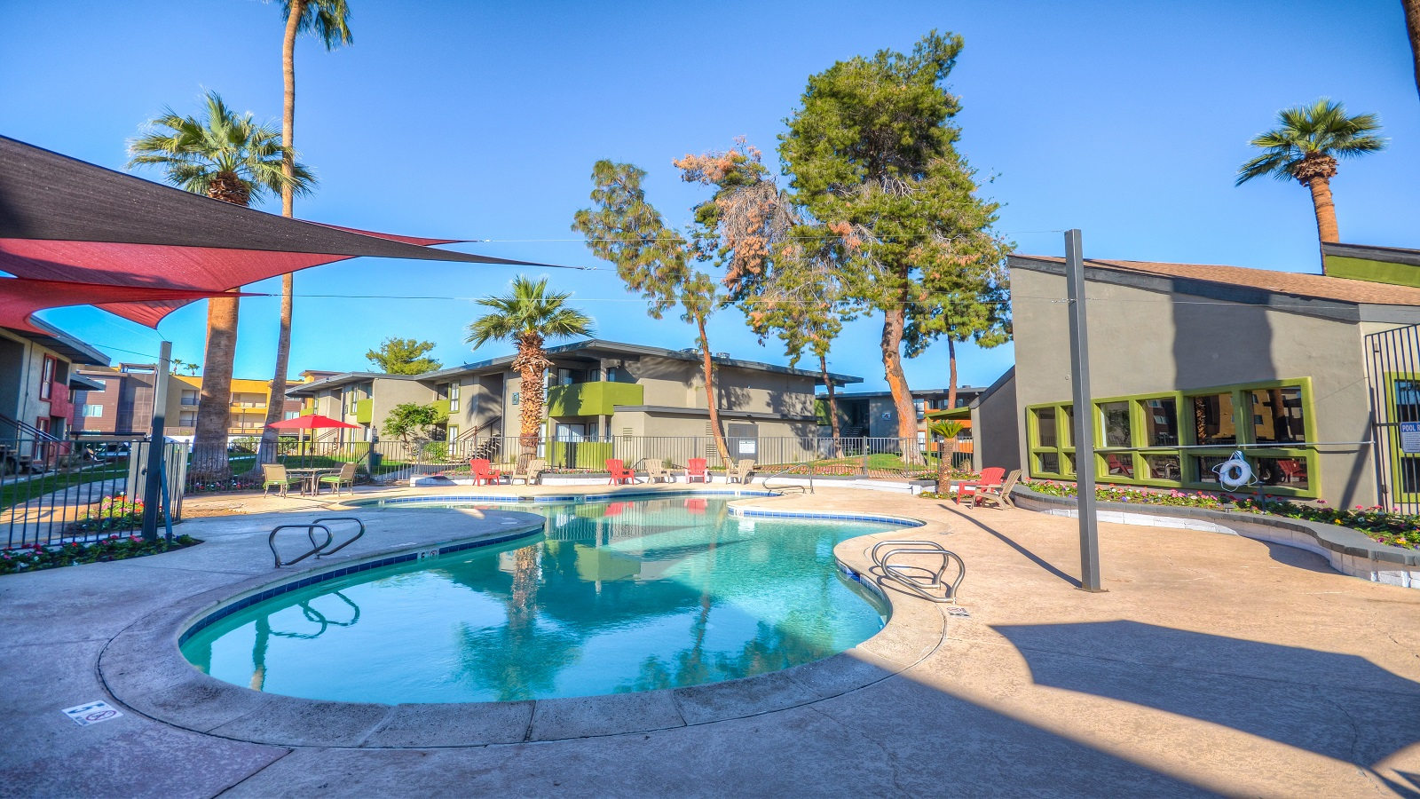 The Vue on Camelback | 4802 North 15th Avenue, Phoenix, AZ 85014 | 93 Units | Built in 1974, Renovated 2017/18 | $9,500,000 | $102,151 Per Unit | $162.42 Per SF