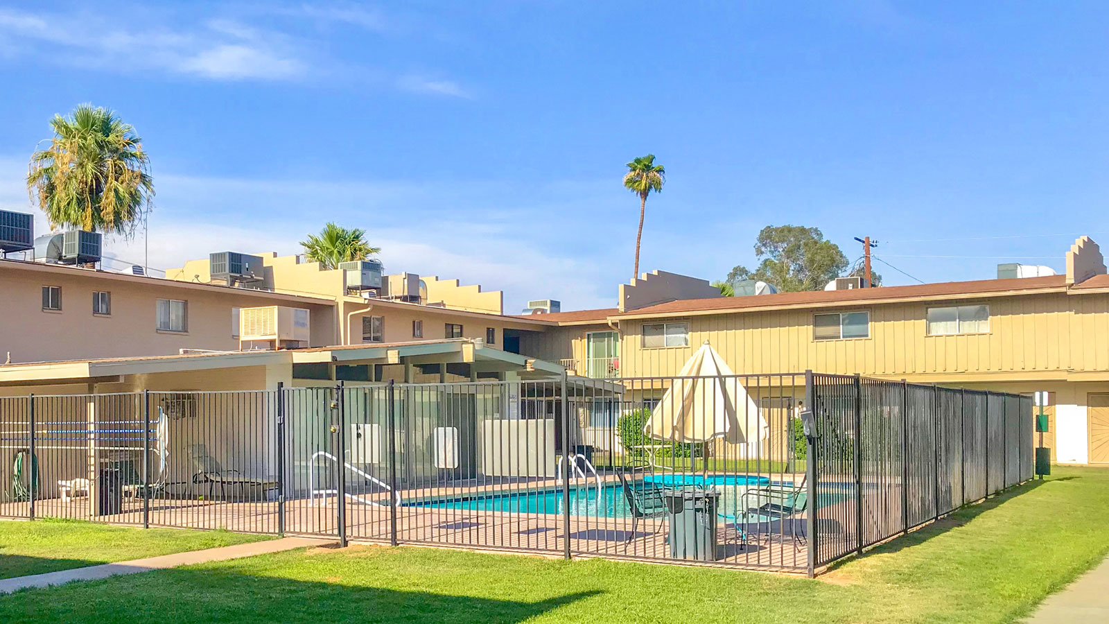 Phoenician Condominiums | 1633 West Missouri Avenue, Phoenix, AZ 85015 | 44 Units | Built in 1964 | $4,170,000 | 94,772 Per Unit | 103.01 Per SF