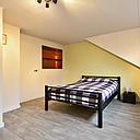 Op zoek naar een mooie woning die u zo kunt betrekken? Dan is dit huis zeker wel iets voor u! Deze mooie, goed onderhouden tussenwoning is geheel voorzien van kunststof kozijnen, heeft een mooie inbouwkeuken, keurig sanitair, ruime tuingerichte woonkamer, 3 slaapkamers en een ruime zolderkamer en is daarmee zeker het bekijken waard. De woning is gelegen in een rustige en groene woonomgeving nabij allerhande voorzieningen zoals winkels en scholen. Kortom; een gezinswoning die u zeker moet komen bekijken. Tot ziens op de Alkmaarsingel 214 te Arnhem.