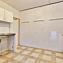 Op zoek naar een woning die u zo kunt betrekken? Op loopafstand van scholen, winkels en het station en toch rustig gelegen? Dan is deze ruime, uitgebouwde, helft van een dubbel woonhuis met een garage zeker iets voor u! De woning is voorzien van een moderne, luxe inbouwkeuken, een royale uitgebouwde woonkamer, een comfortabele badkamer, 4 slaapkamers, heeft een unieke ligging en is daarmee zeker het bekijken waard. De achtertuin van dit mooie, goed onderhouden huis grenst aan het park.