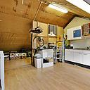 Op zoek naar een leuke woning? Dan is deze tussenwoning zeker iets voor u! Tuingerichte woonkamer, inbouwkeuken, 3 ruime slaapkamers, grote zolder en een zonnige diepe tuin op het oosten maken dit huis tot het ideale gezinshuis.