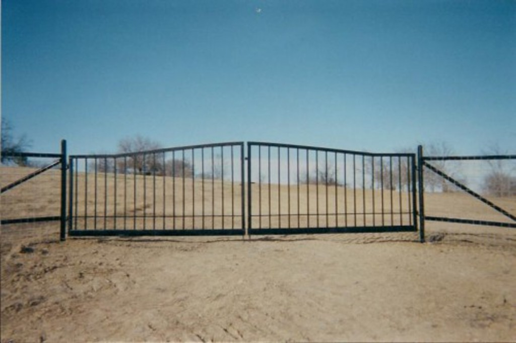pipe fence, barbed wire, fence company, pipe fencing,