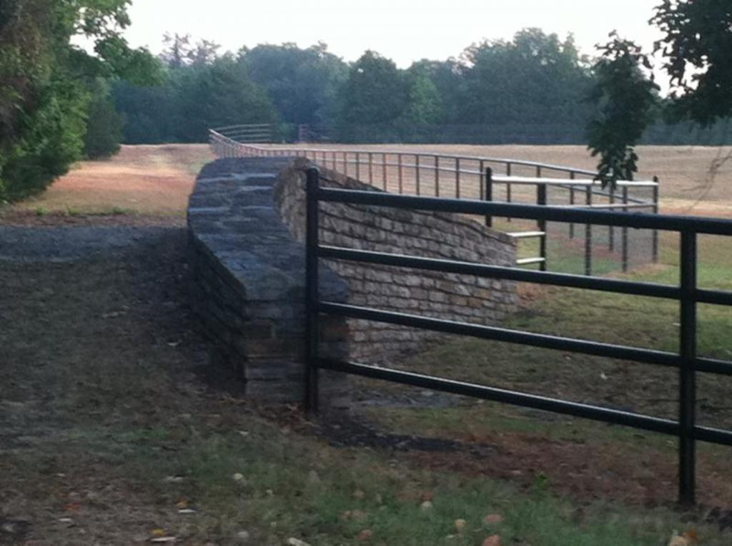 pipe fence, barbed wire fence, privacy fence,fence company, pipe