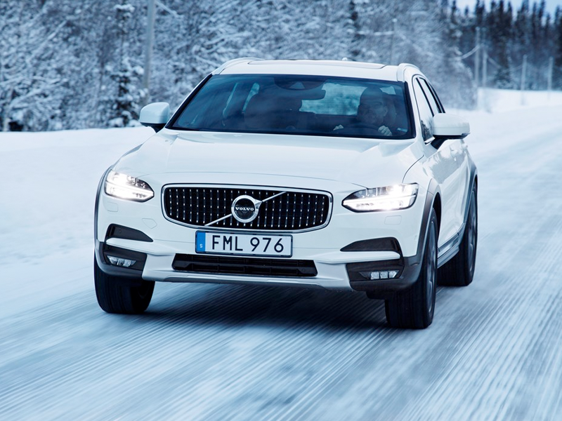 2019 Volvo V90 Cross Country - Performance
