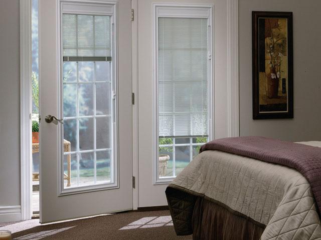 fiberglass-smooth-patio-door-muntins-blinds