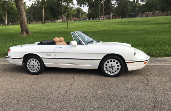1991 Alfa Romeo Classics Spider Veloce:6 car images available
