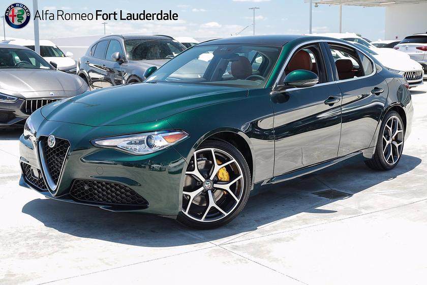 2021 Alfa Romeo Giulia :20 car images available