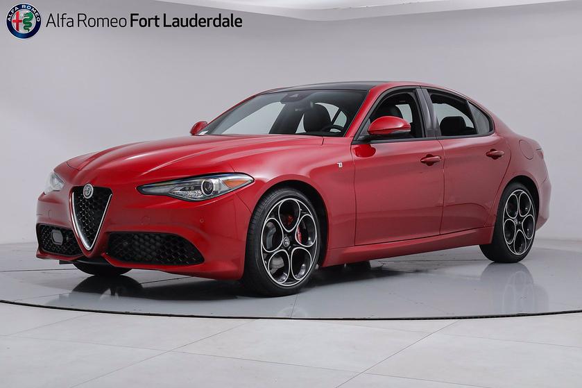 2022 Alfa Romeo Giulia :19 car images available