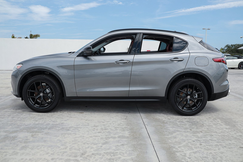 2021 Alfa Romeo Stelvio :19 car images available