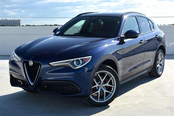 2019 Alfa Romeo Stelvio Ti Sport:24 car images available