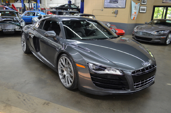 2011 Audi R8 5.2:9 car images available