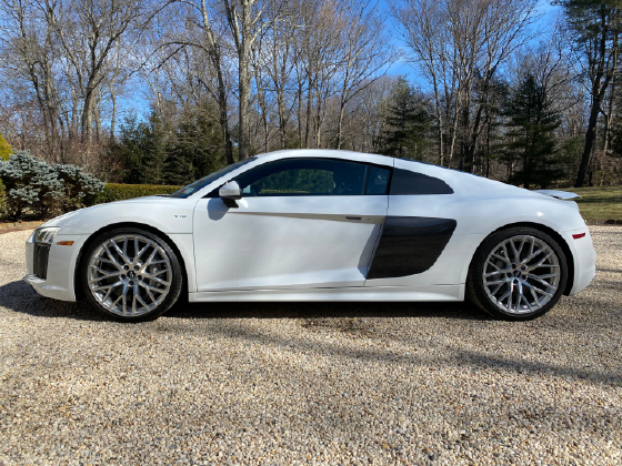 2017 Audi R8 5.2:15 car images available