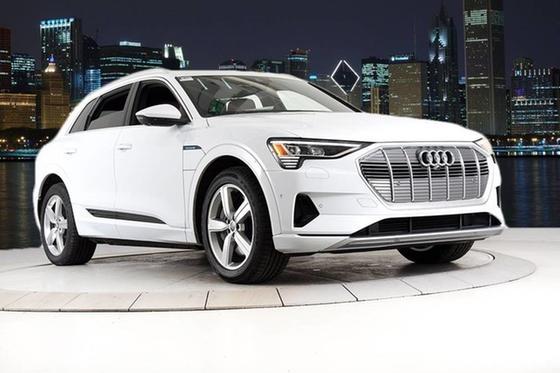 2019 Audi e-tron Premium Plus:24 car images available