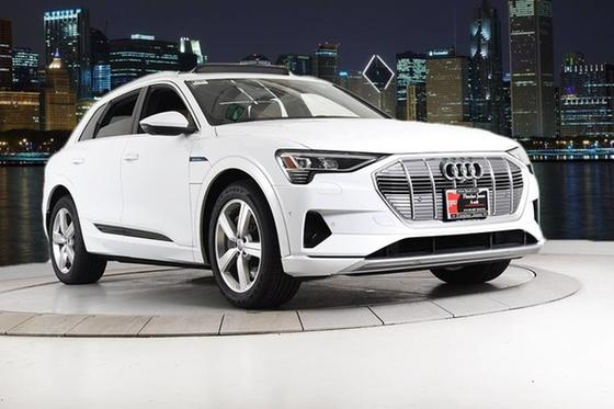 2019 Audi e-tron Premium Plus:24 car images available