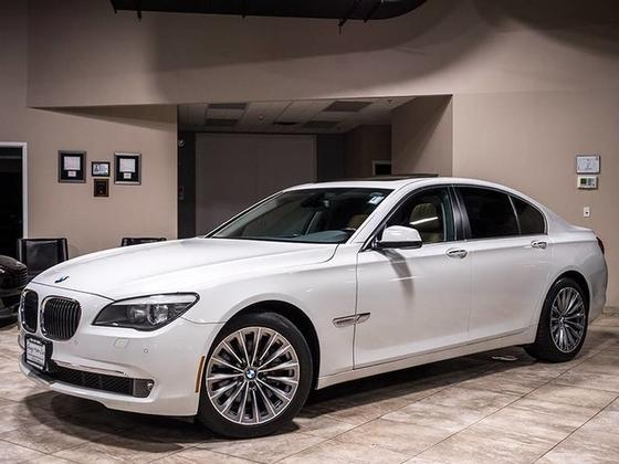 2011 BMW 740 i:24 car images available