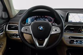 2020 BMW 740 i