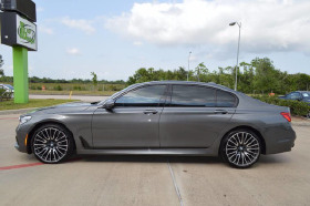2016 BMW 750 i xDrive M-Sport:24 car images available