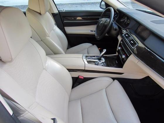 2010 BMW 750 i